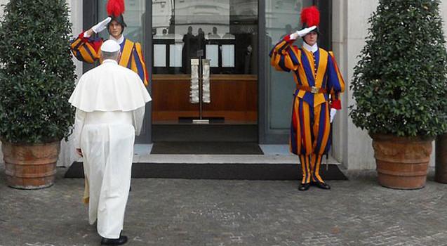 """""""Solo questione di tempo"""". Roma, è terrore puro: le informazioni privilegiate dell'esercito del Papa"""