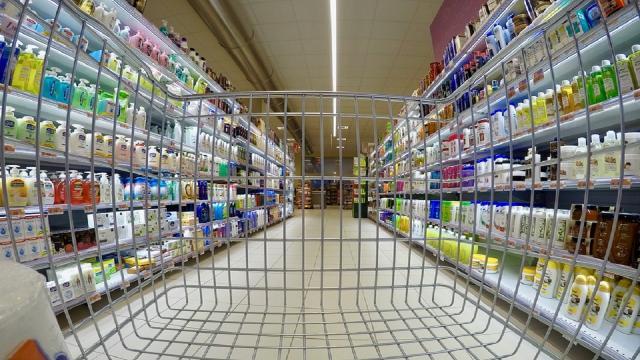 """Mini confezioni così le aziende """"ingannano"""" i consumatori"""
