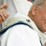 Santiago de Compostela: Preghiera del Santo Padre Giovanni Paolo II dinanzi alla tomba di San Giacomo