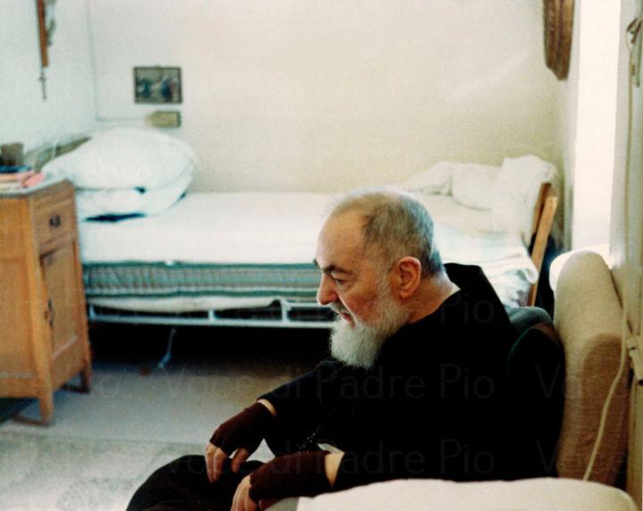 """Padre Pio, la vita e la morte del Santo: """"San Pio, dimmi qualcosa, fammi sentire la Tua presenza""""."""