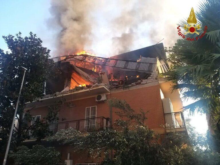 Terrore a  Roma, palazzina crolla dopo un'esplosione a Tor Bella Monaca: ci sono feriti